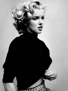 """normajeaned: """" """" Marilyn Monroe photographed by Ben Ross, """" """" Arte Marilyn Monroe, Marilyn Monroe Portrait, Marilyn Monroe Photos, Hollywood Glamour, Old Hollywood, Imperfection Is Beauty, Actrices Hollywood, Norma Jeane, Looks Vintage"""