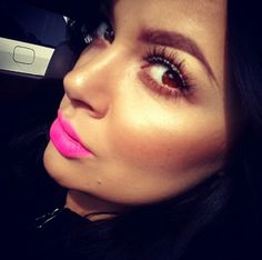 Just luv the brows... natural eyes N bright pink lips ♡