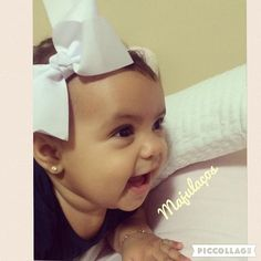 """Boa tarde  Da série tirando as princesas dos seus castelos """"Em uma criança pode se ver a mais pura inocência o mais sincero sorriso e a mais intensa felicidade."""" Pequena #mariah  sem duvida alguma seu sorriso abriu a janela da alegria em nossos corações obrigado papai @marciomagno01 E mamãe @marcelinhamorais  por nos proporcionar esse sorriso tão lindo  que agora nossa Boa Tarde ficou tão maravilhosa  #lacos #lacos_mj #laço #lacinhos#acessorioinfantil #acessoriosdecabelo #faixinhasrn…"""