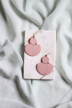 CORA in Dusty Rose // Polymer clay drop earring, statement earring, blush pink shell fan earrings, gifts for her Polymer Clay Crafts, Polymer Clay Jewelry, Clay Beads, Diy Clay Earrings, Jewelry Photography, Statement Earrings, Stud Earrings, Emerald Earrings, Green Earrings