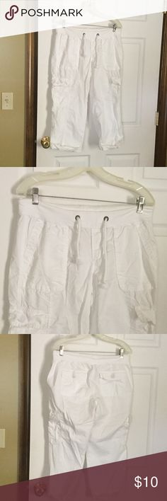 Old Navy Capri Very good condition, worn 1 time.  Made in India. Elastic waist with tie.  2 pockets in front, 2 in back and 2 at legs.  Light weight cotton. Old Navy Pants Capris
