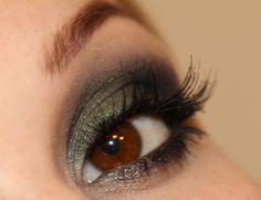 Smokey eyes in green