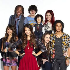 Created by Dan Schneider. With Victoria Justice, Leon Thomas III, Matt Bennett, Elizabeth Gillies. Aspiring singer Tori Vega navigates life while attending a performing arts high school called Hollywood Arts. Victorious Episodes, Victorious Nickelodeon, Icarly And Victorious, Tori Vega, Victoria Justice, Agent Kc, Dan Schneider, Hollywood Arts, Nickelodeon Shows