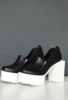 Runway2Street - Reinvention of Clogs?