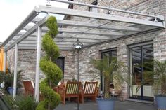Elegantly designed glass roof systems and patio awnings for the home and garden, transform your patio into an outdoor room for year round use with Samson Glass Roofs and Terrazza Verandas built to your requirements. Diy Pergola, Small Pergola, Pergola Attached To House, Metal Pergola, Pergola With Roof, Pergola Kits, Aluminum Patio Awnings, Aluminum Patio Covers, Patio Deck Designs