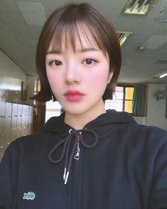 Girl Short Hair, Short Hair Cuts, Short Hair Styles, Important Makeup Tips, Uzzlang Girl, Korean Makeup, K Beauty, Beautiful Asian Girls, Korean Girl
