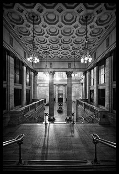 Attend wedding reception at Chicago's Union Station Great Hall Union Station Chicago, Daniel Burnham, Milwaukee Road, Train Stations, Airports, Public Art, Public Transport, Old Town, Planes