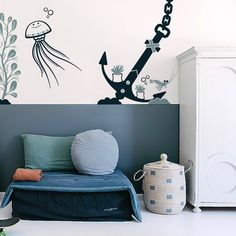 How create a stylish and magical world under the sea for your kids room ? Just add some huge wall decals designed by E-Glue !