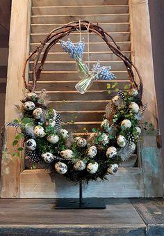 paasstuk - Lilly is Love Christmas Napkin Folding, Christmas Tree Napkins, Christmas Table Decorations, Holiday Decor, Easter Wreaths, Christmas Wreaths, Ostern Party, Easter Season, Diy Weihnachten