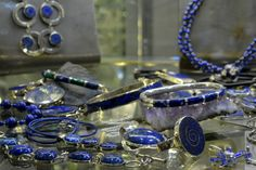 Joyería en lapislázuli artesanias-de-chile-lapizlazuli Bohemian Jewelry, Craft Fairs, Stone Jewelry, Jewelry Stores, Bracelet Watch, Accessories, Alternative Therapies, Travelling, Stones