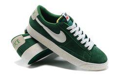 on sale f70e2 77eb3 Homme Nike Blazer Low Chaussures Premium Vintage daim vert blanc Nike  Blazers, Nike Joggers,