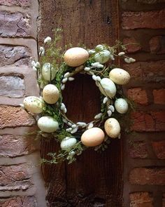 Check out this #DIY #Easter wreath idea with eggs and spring flowers. Love it! #HomeDecorIdeas @istandarddesign