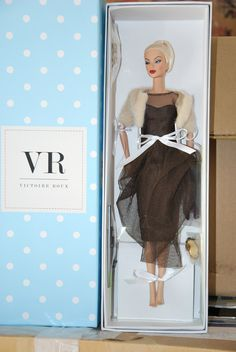 FASHION ROYALTY EVENING IN MONTREAL VICTOIRE ROUX DRESSED DOLL, IT DIRECT EXCLUS | eBay