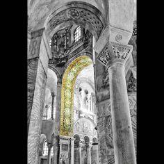 Interno della #basilicadisanvitale a #ravenna #basilica #sanvitale #basilicasanvitale #chiesa #church #churches #volgoarte #monument_italy #italy_bestart #loves_monuments #arte #artesacra #art  #volgoravenna #igers _ ravenna #ig_ravenna #vivoravenna #loves_emiliaromagna #vivoemiliaromagna #volgoemiliaromagna #ig_emiliaromagna #ig_emilia_romagna #turismoer by davidepioggia
