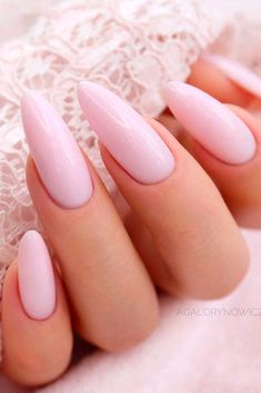 Light Pink Almond Nails Who doesnt love pink nails We have picked some nail designs in pink shades that look simply adorable Check them out here 593067844659467443 Almond Acrylic Nails, Almond Shape Nails, Almond Nails Pink, Hair And Nails, My Nails, Light Pink Nails, Almond Nails Designs, Perfect Nails, Perfect Pink