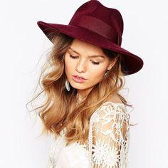 Catarzi wide brim fedora hat in Bordeaux, NEW Catarzi wide brim fedora hat in Bordeaux. New with tags. Accessories Hats