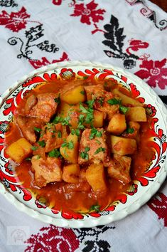 Gulas de porc cu cartofi - CAIETUL CU RETETE Food Inspiration, Supe, Good Food, Goodies, Food And Drink, Sweets, Cooking, Healthy, Ethnic Recipes