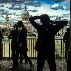 Lumières à Londres Lights  in London #nomad #lines #jmvoge #light #reflexion #photooftheday #london #streetphotography #dream #meeting  #following #hope #enjoylife #fubiz #tatemodernmuseum #shadow Jean Michel, Jeans, Instagram, Travel, Fictional Characters, London, Voyage, Viajes, Traveling