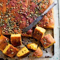 Kurpitsaleipä - Pumpkin bread Bun Recipe, Pumpkin Bread, Halloween Treats, Vegan Recipes, Vegan Food, Sausage, Pork, Tasty, Beef