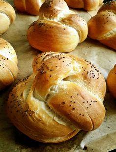 Menő szendvicsalap: házi császárzsemle - Mom With Five Hamburger, Bread, Mom, Recipes, Brot, Recipies, Baking, Burgers, Breads