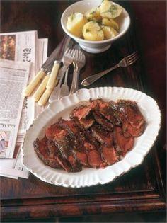 Bife com vodka - Nigella Lawson Nigella Lawson, Steak Recipes, Cooking Recipes, Cookbook Recipes, Cooking Time, Carnivore, Marinated Steak, Beef Dishes, Rachel Ray