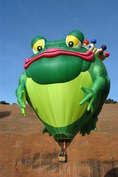 "Frog"" hot air balloon at The Albuquerque International Balloon Fiesta; His smile is 35 feet across, his eyes are 13 feet across, and his fingers are 14 feet long! Love Balloon, Balloon Shapes, Balloon Rides, Hot Air Balloon, Balloons And More, Colourful Balloons, Helium Balloons, Expo 67 Montreal, Albuquerque Balloon Fiesta"