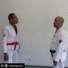 Jiu-Jitsu, a arte de estar pronto para qualquer imprevisto. Treine sua defesa pessoal como prega mestre @relsongracie! Você está pronto para tudo? #jiujitsu #bjj #oss #mestre #defesapessoal #agressao #graciemag #artesuave