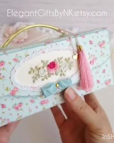Nifty Crafts, Sewing Crafts, Diy Mini Album Tutorial, Hand Embroidery Art, Diy Gift Box, Sewing Box, Baby Scrapbook, Hampers, Diy For Kids