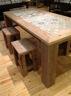 Diy home decor Tile Top Tables, Tiled Coffee Table, Patio Table, Dining Room Table, Wood Table, Diy Garden Decor, Diy Home Decor, Furniture Makeover, Diy Furniture