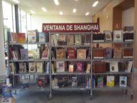"""Centro de interés con libros pertenecientes al Programa Ventana de Shanghai. Biblioteca Pública Municipal de Málaga """"Manuel Altolaguirre"""" (Cruz del Humilladero)"""
