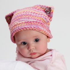 Is this the cutest knitted baby hat ever? Free pattern on The Making Spot!