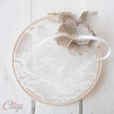 Porte-alliances original dentelle fine et fleur de lin mariage rustique chic - Mademoiselle Cereza - www.mellecereza.fr