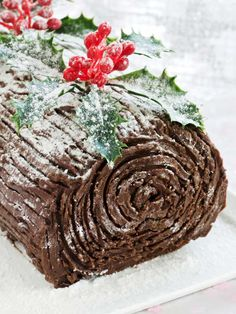Christmas Chocolate Yule Log | Perfect Buche De Noel Desserts For A Festive Holiday by Pioneer Settler at http://pioneersettler.com/yule-log-recipe-cake-ideas/