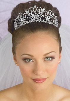 Wearing a tiara is a gorgeous way to seem and feel like a princess on your marriage day. Whether you have determined to put on a tiara for your marriage (I Bride Tiara, Headpiece Wedding, Bridal Headpieces, Bridal Hair, Tiara Hairstyles, Best Wedding Hairstyles, Fancy Hairstyles, Wedding Tiaras, Wedding Veils