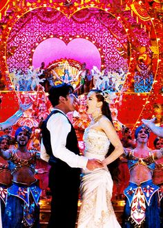 Ewan McGregor & Nicole Kidman in Baz Luhrmann's Moulin Rouge! Moulin Rouge Film, Le Moulin Rouge Paris, Cabaret, Love Movie, Movie Tv, Movies Showing, Movies And Tv Shows, Casablanca, Ella Enchanted