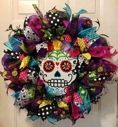 Sugar skull wreath Dia de Muertos wreath Day of the Dead image 5 Halloween Sugar Skull, Sugar Skull Crafts, Sugar Skull Decor, Purple Halloween, Fall Halloween, Halloween Crafts, Vintage Halloween, Sugar Skulls, Adornos Halloween