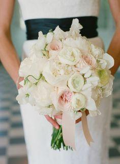 bouquet mariée blanc avec fleurs blans