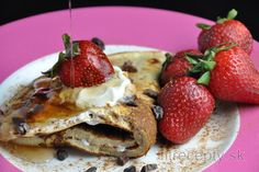 Imagine that pancakes may no longer be a sin. Learn how to prepare delicious and easy protein pancakes in a healthy and tasty way. This fitness pancake is great and quick to pre. Sin Gluten, Gluten Free, Vegetarian Protein Powder, Best Non Stick Pan, Pancake Proteine, Easy Protein Pancakes, After Workout Food, Fruit Sauce, Nut Butter