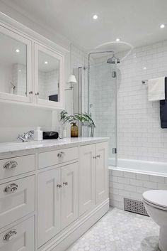 Beautiful bathroom decor tips. Modern Farmhouse, Rustic Modern, Classic, light and airy bathroom design tips. Bathroom makeover some ideas and master bathroom remodel suggestions. Steam Showers Bathroom, Hall Bathroom, Upstairs Bathrooms, Bathroom Renos, Bathroom Layout, Bathroom Interior Design, Bathroom Renovations, Master Bathroom, Bathroom Fixtures