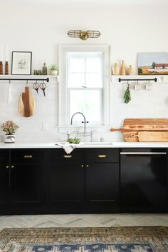 Declutter And Style And Design For Put Up-Spring Crack Homeschool Good Results Modern Minimal Kitchen Cute Kitchen, Kitchen Dining, Kitchen Decor, Kitchen Ideas, Kitchen Wood, Scandinavian Modern, Luxury Kitchens, Cool Kitchens, White Kitchens