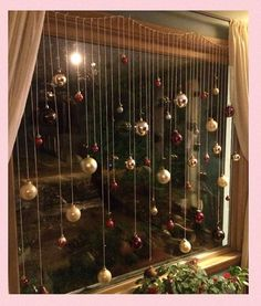 101 Christmas decorations easy and cheap - Christmas Crafts Christmas Window Decorations, Decorating With Christmas Lights, Christmas Themes, Christmas Decorations Apartment Small Spaces, Diy Christmas Decorations For Home, Diy Christmas Crafts To Sell, Diy Christmas Lights, Christmas Makes To Sell, Christmas Tree Ideas For Small Spaces