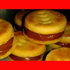 Una mini delicia para alegrar mi #domingo 😊😍👌 #danellas #alfajores #yummy #yum #food #love #sweet