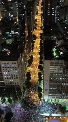 """Rio de Janeiro Now! Orgulho desse país que está lutando por mudanças! """"Não vou pra rua só por mim, mas por todos aquele que já não podem mais manifestar! Eu vou pela nação que meus filhos vão viver!"""" #vemprarua #Orgulho #contrapec37"""