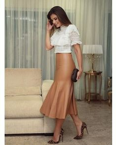 Gorgeous skirt and heels!
