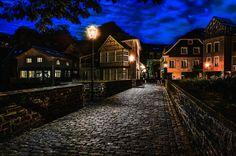 Nachts in der kleinen Stadt