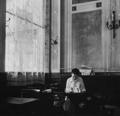 simone de beauvoir at the deux magots, paris 6e, 1944 photo by robert doisneau