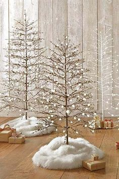 Decorate effortlessly with a pre-lit Christmas tree that can be used indoors or out!