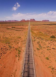Heading South West on highway 163 in Utah towards Monument Valley, USA (by Evan Reinheimer).