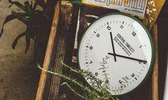 【楽天市場】電波時計 壁掛け時計【掛け時計 Central Time】掛け時計|ウォール クロック| 小さな数字と目盛りが印象的な文字盤コンパクト電波|シンプル|クロック|おしゃれ|ミニタリー|ブラック|グリーン|アイボリー|ネイビー|デザイン [送料無料]:ヒナタデザイン