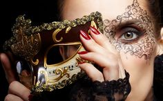 Carnevale.... Via libera a travestimenti e trucco audace per osare quello che durante l'anno non faremmo mai.http://www.sfilate.it/218231/come-truccarsi-per-il-carnevale-ecco-make-piu-gettonati